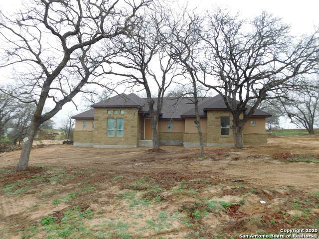 129 Great Oaks Blvd, La Vernia, TX 78121 (MLS #1422003) :: Vivid Realty