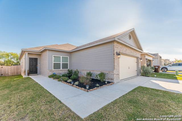 7160 Quarter Moon, Converse, TX 78109 (#1491772) :: The Perry Henderson Group at Berkshire Hathaway Texas Realty