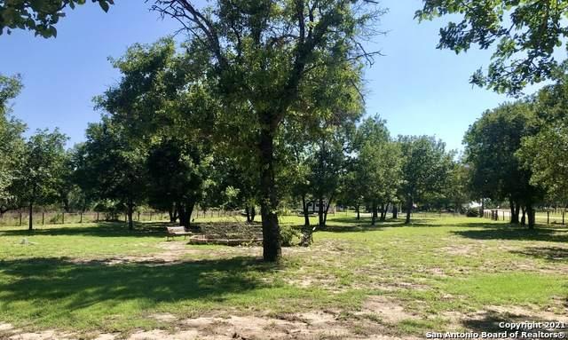 302 Whispering Oaks Dr, Adkins, TX 78101 (MLS #1533769) :: JP & Associates Realtors