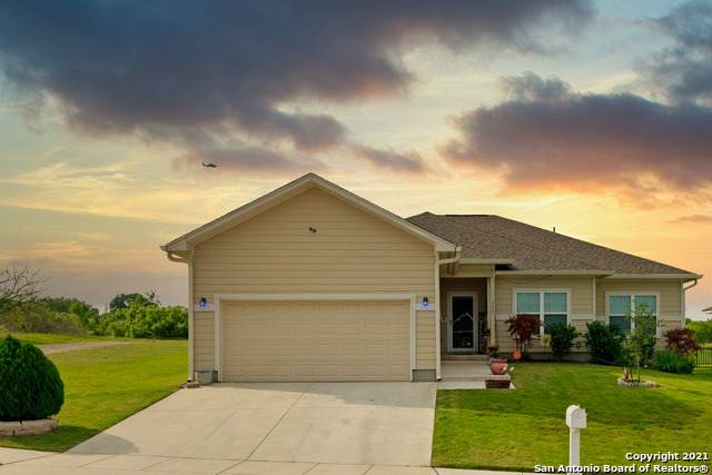 172 Lark Hill Rd, Floresville, TX 78114 (MLS #1534779) :: Concierge Realty of SA