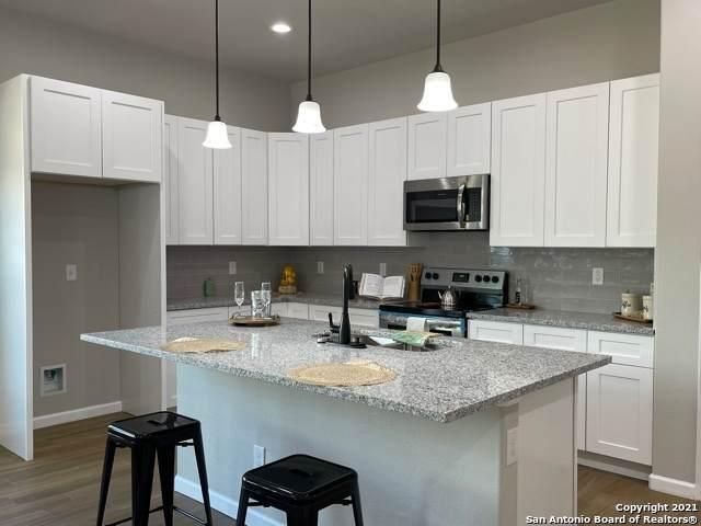 764 Crestview, Floresville, TX 78114 (MLS #1550286) :: The Lopez Group