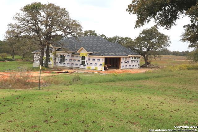 271 Abrego Lake Dr, Floresville, TX 78114 (MLS #1336775) :: Tom White Group