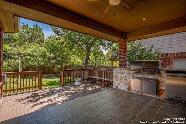 23902 Viento Oaks, San Antonio, TX 78260 (#1470154) :: The Perry Henderson Group at Berkshire Hathaway Texas Realty