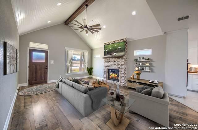 120 W Magnolia Circle, La Vernia, TX 78121 (MLS #1465533) :: Alexis Weigand Real Estate Group