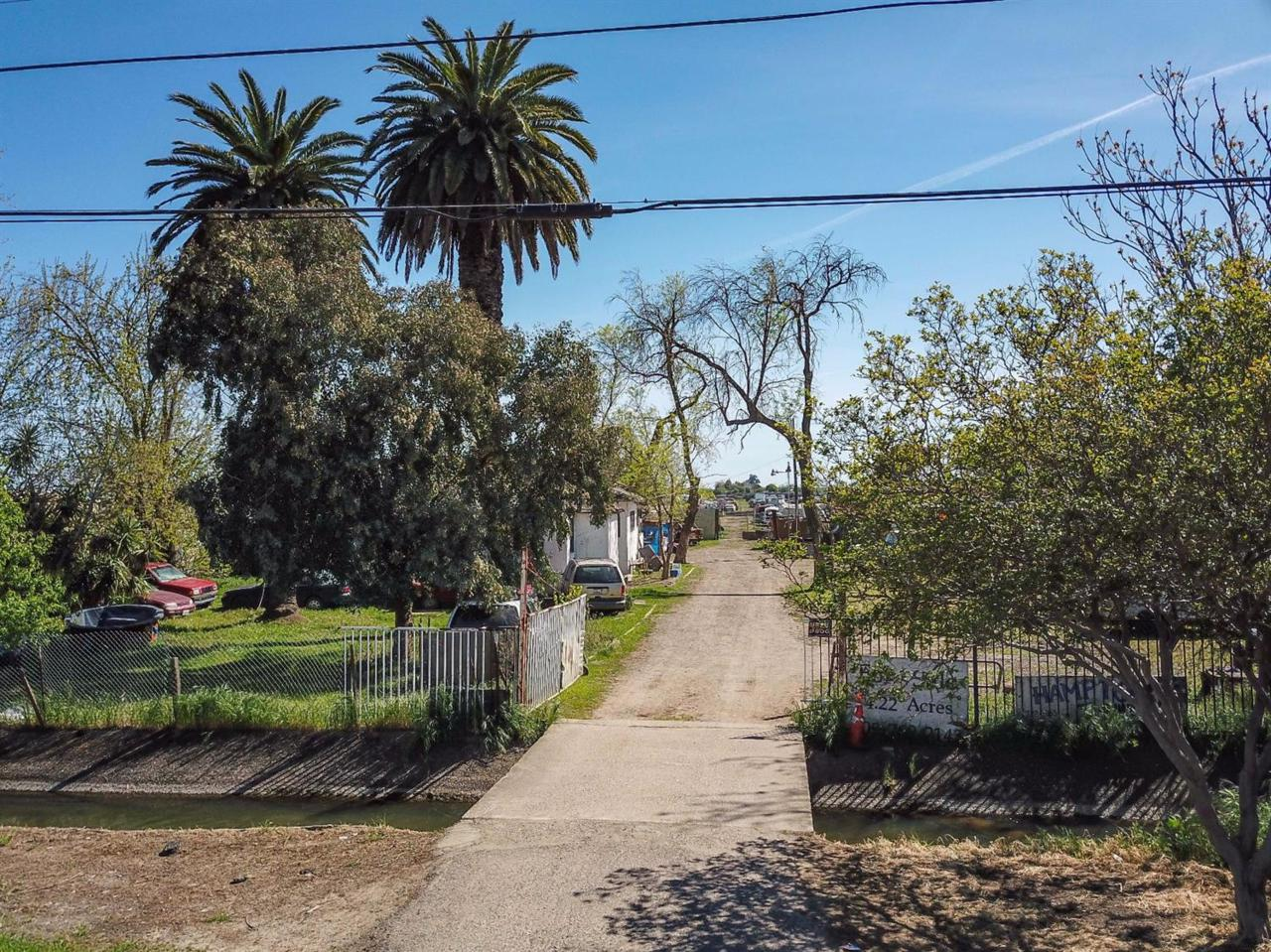 1190 Childs Avenue - Photo 1