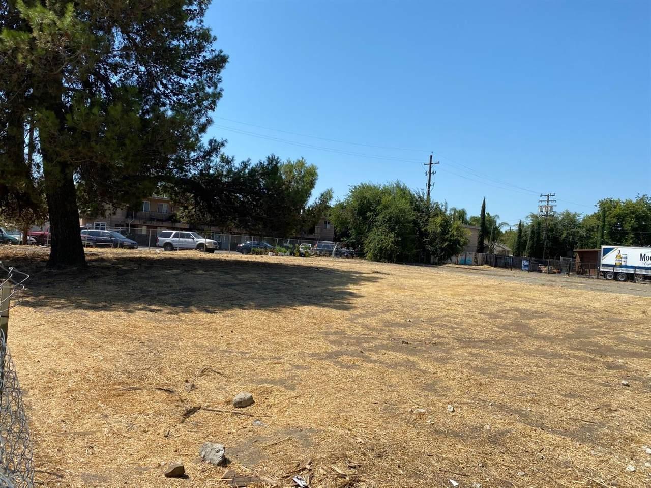 1049 Buena Vista Avenue - Photo 1