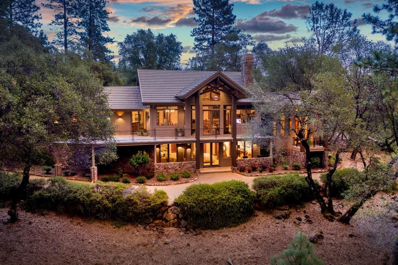 1470 Lodge View Drive - Photo 1