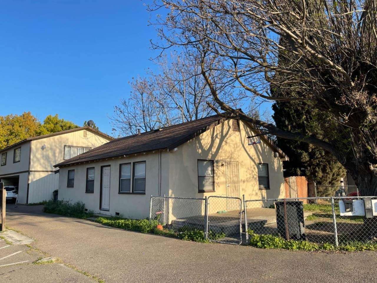902 Kenwood Avenue - Photo 1