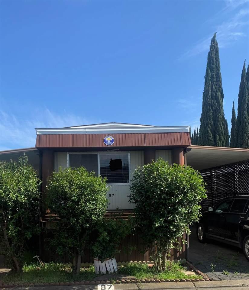 250 Las Palmas Avenue - Photo 1