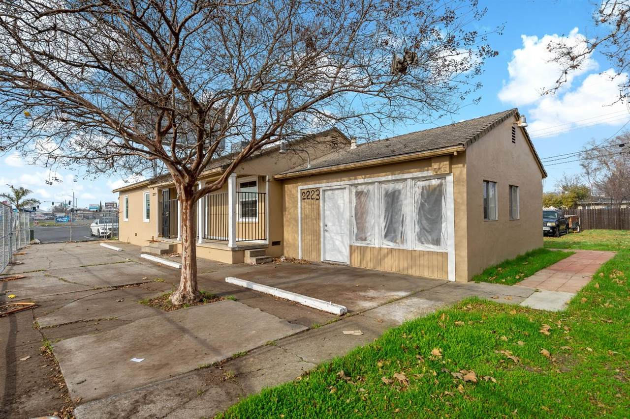 2223 Marconi Ave - Photo 1
