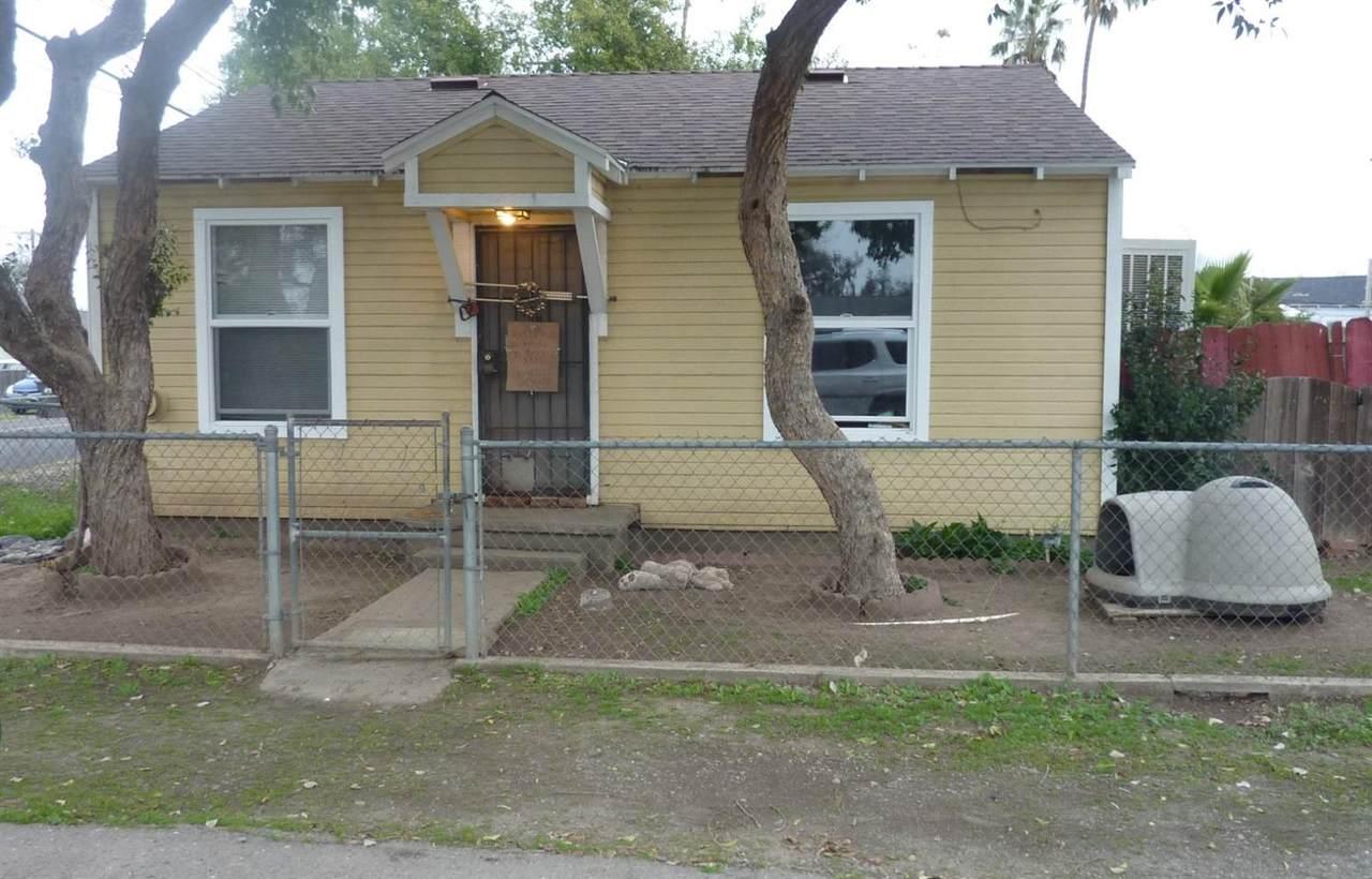 704 Hinkley Avenue - Photo 1