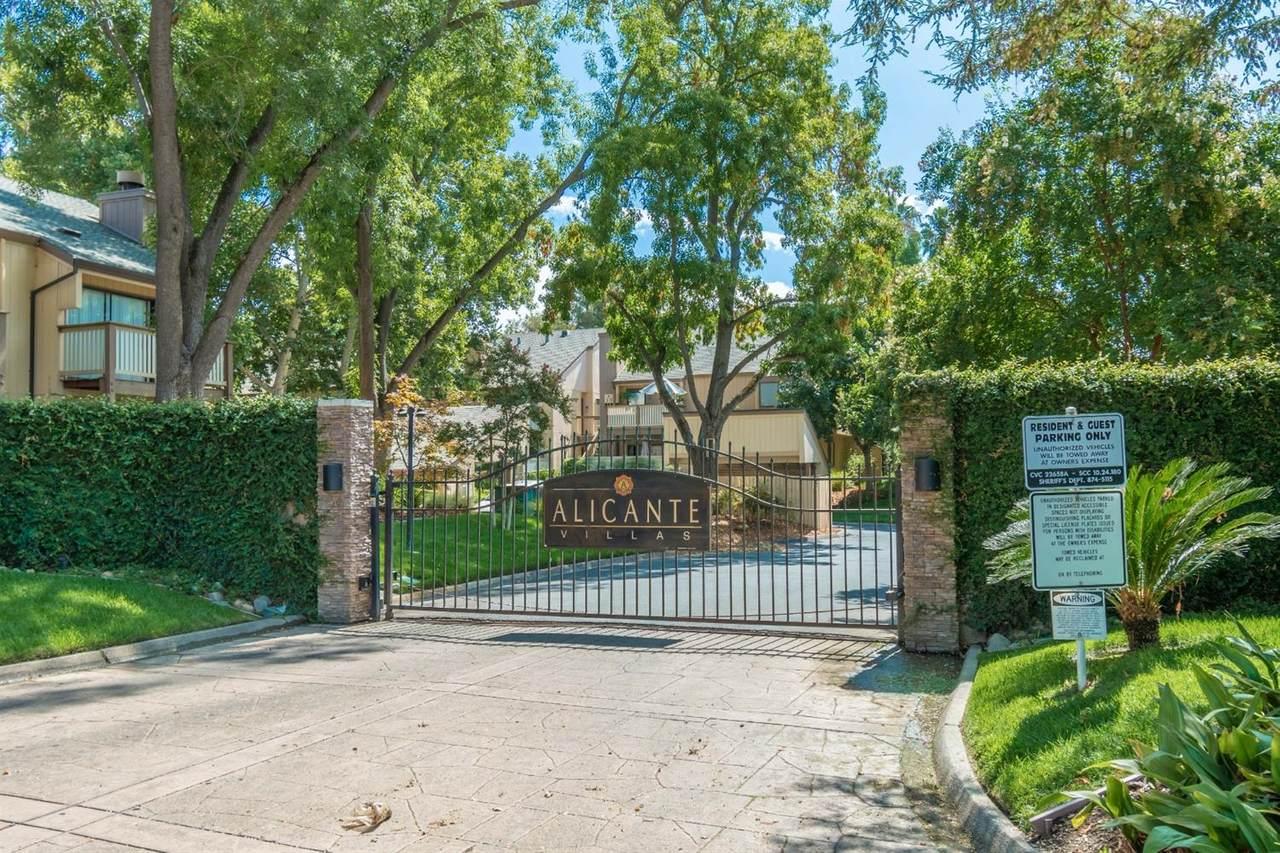 549 Woodside Oaks - Photo 1