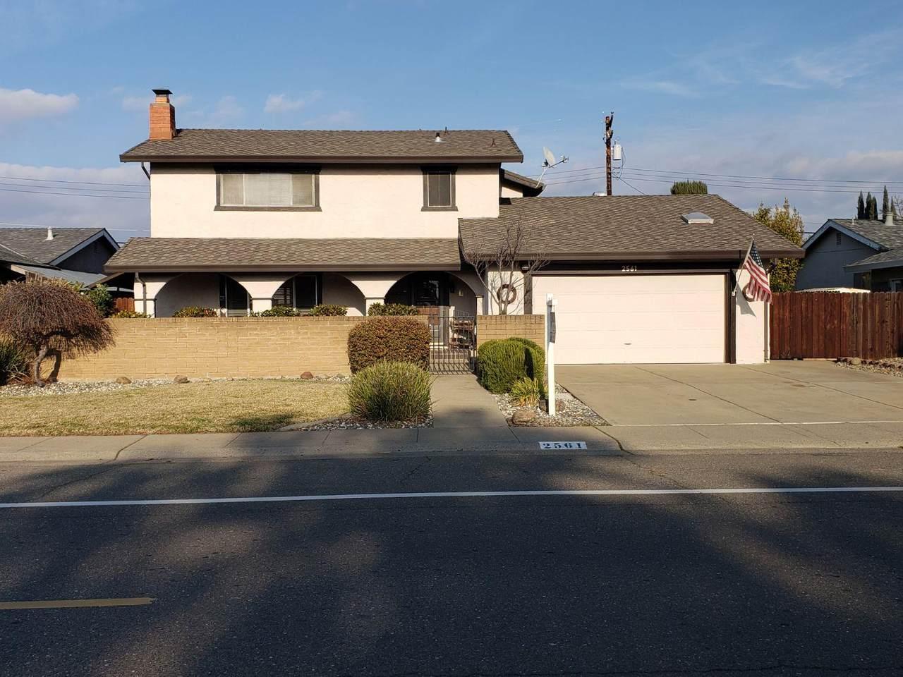 2561 Queenwood Drive - Photo 1