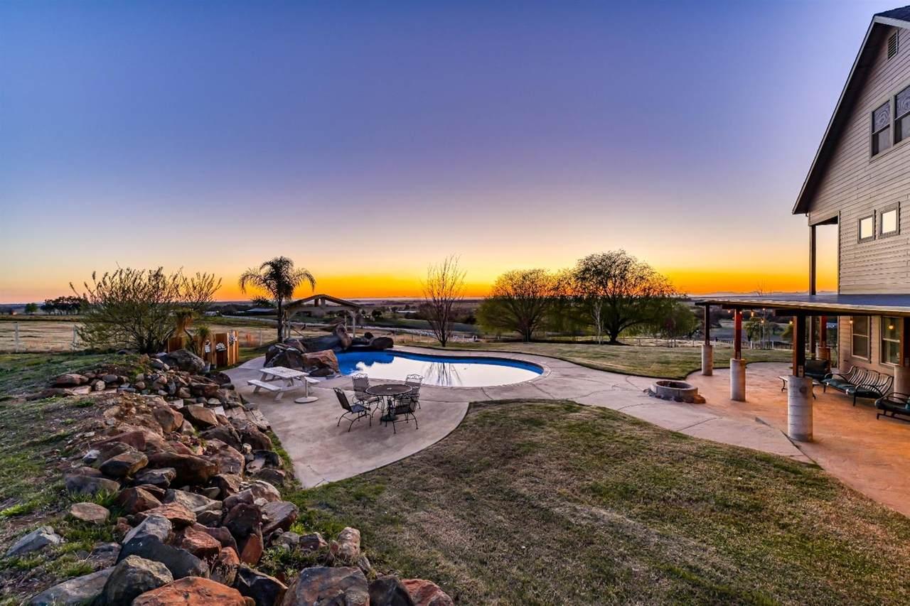 900 Valley View Circle - Photo 1