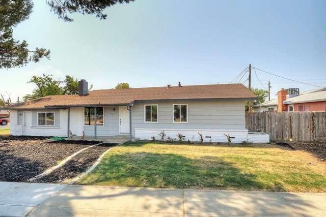 1114 Marion Street, Manteca, CA 95337 (MLS #17052020) :: The Del Real Group