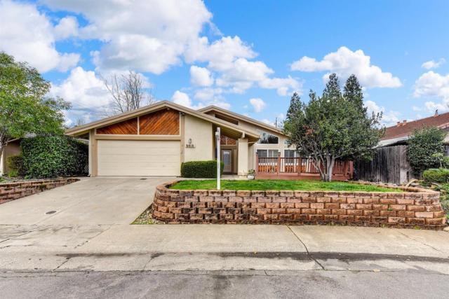 5615 Bench Court, Orangevale, CA 95662 (MLS #18002210) :: The Yost & Noble Real Estate Team