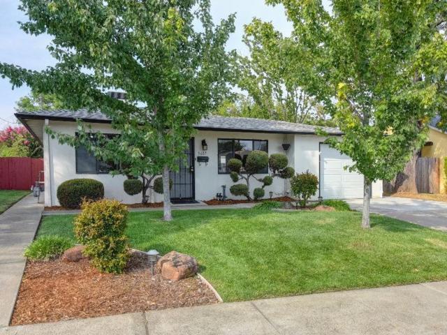 5607 G Street, Sacramento, CA 95819 (MLS #18013723) :: Keller Williams - Rachel Adams Group