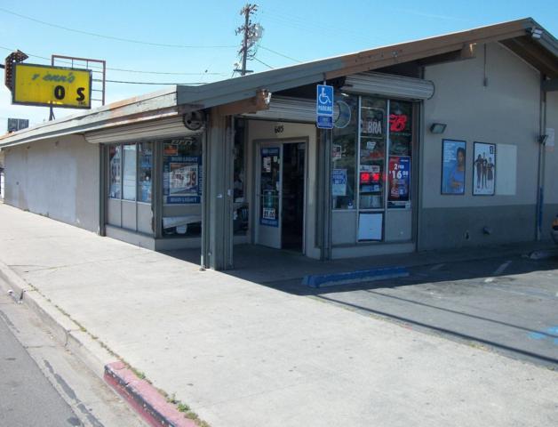 605 Lander Avenue, Turlock, CA 95380 (MLS #18025882) :: The Del Real Group