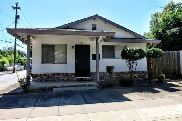 2217 15th Street, Sacramento, CA 95818 (MLS #18036286) :: Heidi Phong Real Estate Team