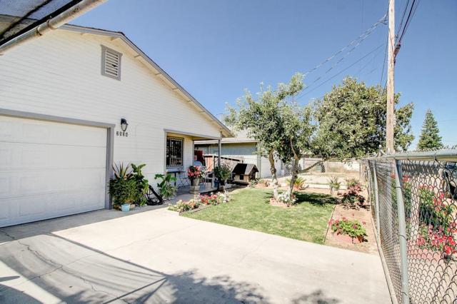 2536 Riverdale Avenue, Modesto, CA 95358 (MLS #18041284) :: The Del Real Group
