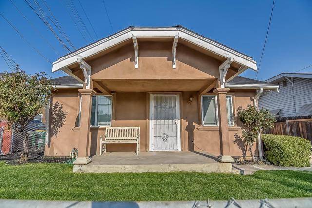 2523 E Scotts Avenue, Stockton, CA 95205 (MLS #18076993) :: Dominic Brandon and Team