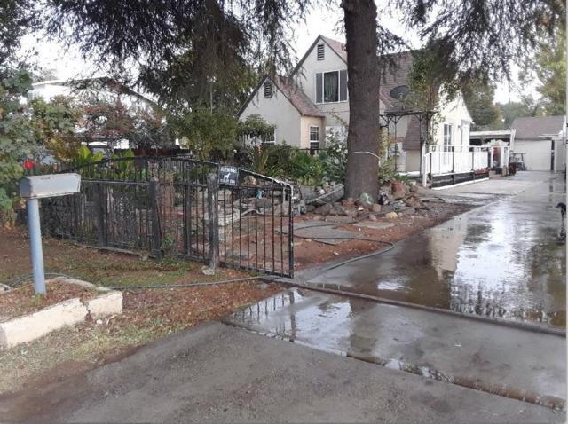 1944 E Buckingham Way, Fresno, CA 93726 (MLS #18079354) :: Keller Williams Realty - Joanie Cowan