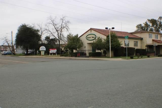 702 B Street, Galt, CA 95632 (MLS #221003275) :: Live Play Real Estate | Sacramento