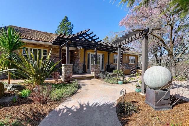 16035 Running Springs Road, Grass Valley, CA 95949 (#221019582) :: Rapisarda Real Estate