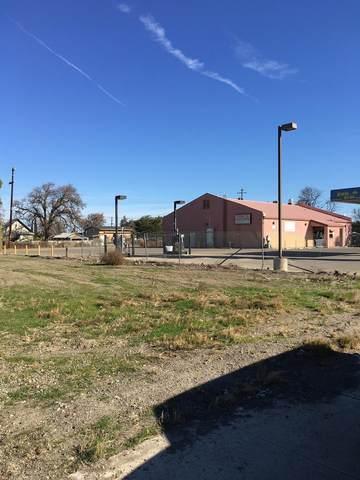 13985 5th Street, Dos Palos, CA 93620 (#221043336) :: The Lucas Group