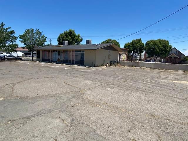 1438 D Street, Livingston, CA 95334 (#221065711) :: Rapisarda Real Estate