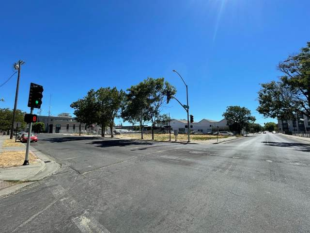 549 N San Joaquin Street, Stockton, CA 95202 (MLS #221067733) :: The MacDonald Group at PMZ Real Estate
