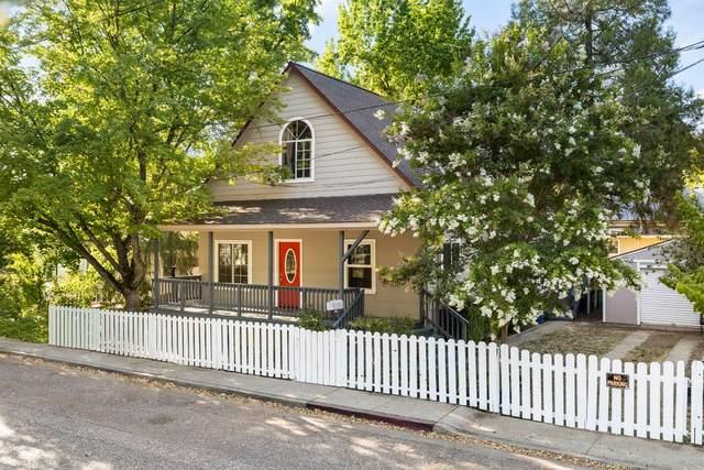 420 Oak Street, Grass Valley, CA 95945 (MLS #221076518) :: Keller Williams Realty