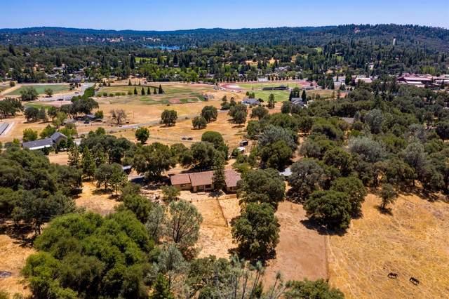 22300 W Hacienda Drive, Grass Valley, CA 95949 (MLS #221088865) :: Heather Barrios