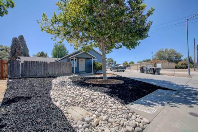 711 E J Street, Oakdale, CA 95361 (MLS #221091277) :: Keller Williams - The Rachel Adams Lee Group