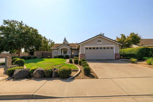 1497 E J Street, Oakdale, CA 95361 (MLS #221121639) :: The MacDonald Group at PMZ Real Estate