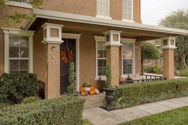 302 Treecrest Circle, Oakdale, CA 95361 (MLS #221135468) :: Heather Barrios