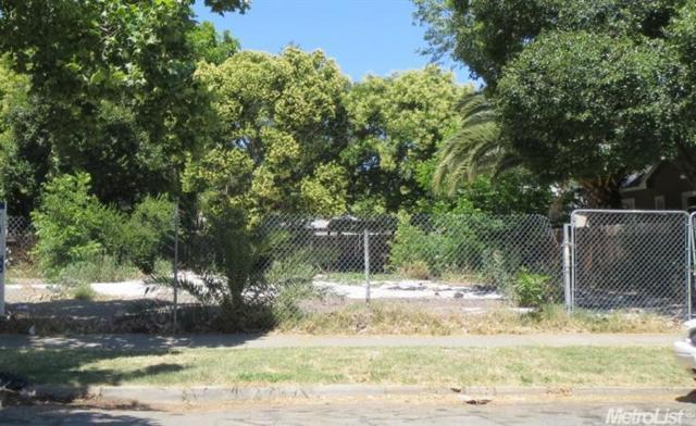 3255 W Street, Sacramento, CA 95817 (MLS #17003965) :: CARLILE Realty & Lending