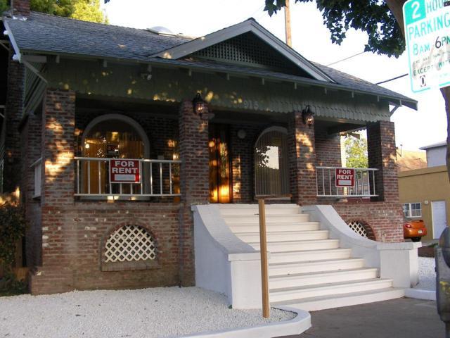 915 30th Street, Sacramento, CA 95816 (MLS #18064083) :: Heidi Phong Real Estate Team