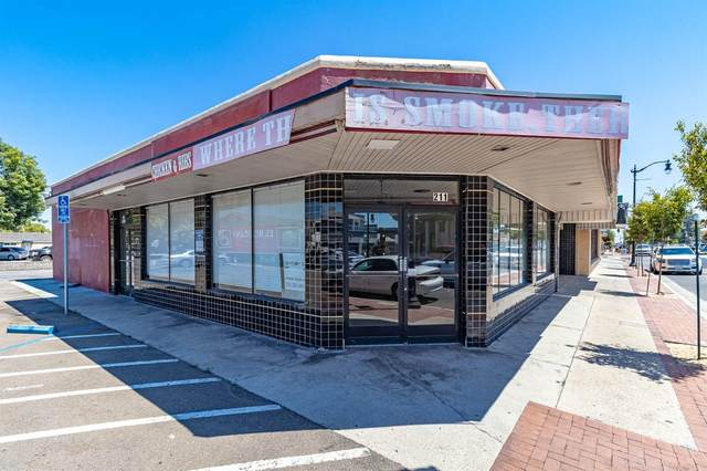 211 E Yosemite Avenue, Manteca, CA 95336 (MLS #221095529) :: REMAX Executive