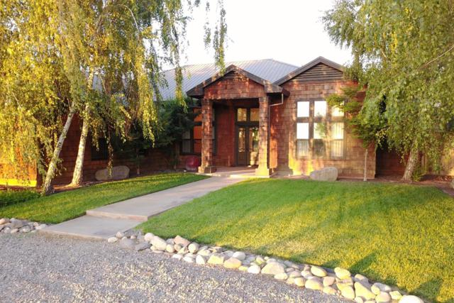 1304 Mountain View Road, Hughson, CA 95326 (MLS #17042052) :: The Del Real Group