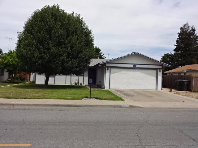 712 Olds Avenue, Livingston, CA 95334 (MLS #17039221) :: Peek Real Estate Group - Keller Williams Realty