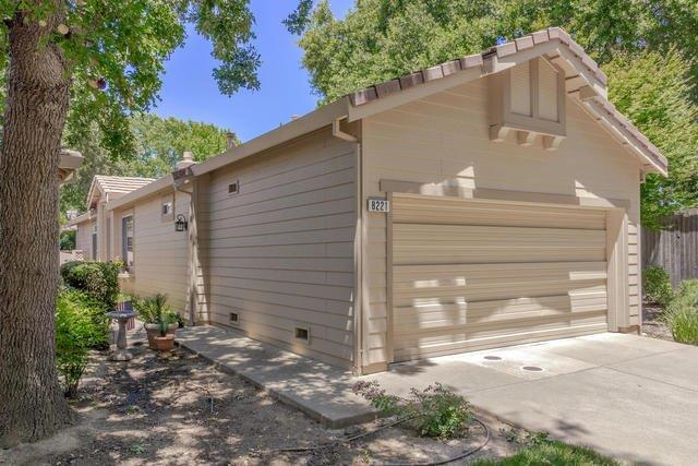 8221 Heritage Meadow Lane, Citrus Heights, CA 95610 (MLS #17040082) :: Keller Williams Realty