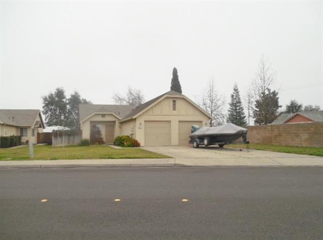 15 N Lee Avenue, Oakdale, CA 95361 (MLS #18002567) :: The Del Real Group