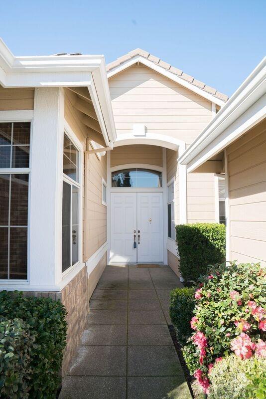 316 Roundhill Court, Roseville, CA 95747 (MLS #18009069) :: Keller Williams - Rachel Adams Group