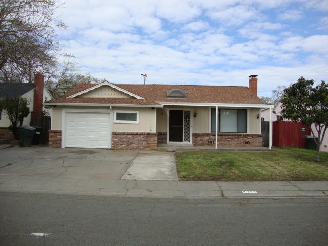 4301 46th Avenue, Sacramento, CA 95824 (MLS #18017812) :: Keller Williams - Rachel Adams Group