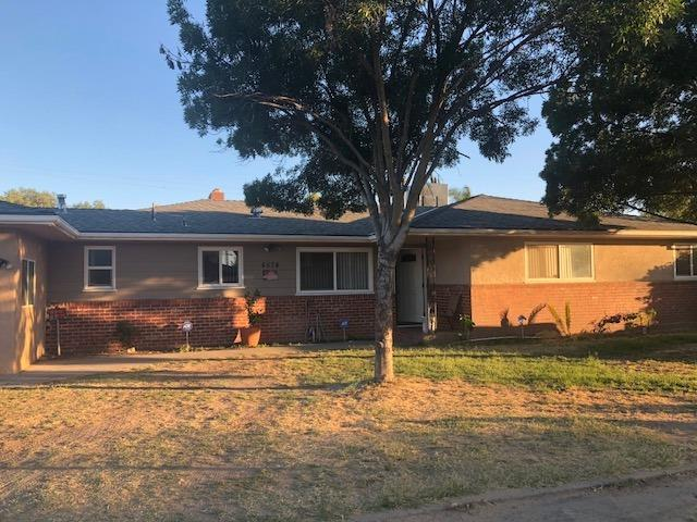 4574 E Michigan Avenue, Fresno, CA 93703 (MLS #18042141) :: NewVision Realty Group