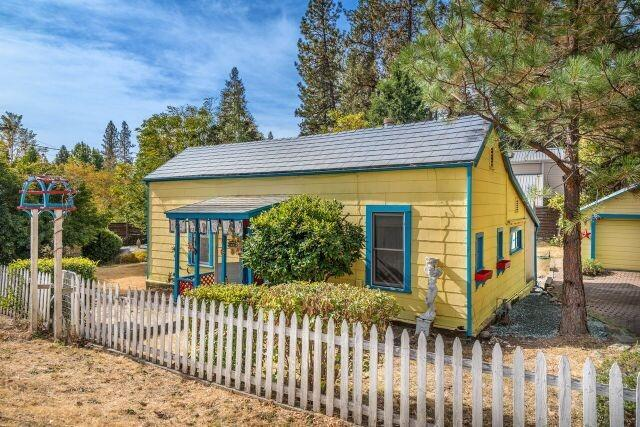 633 W Broad Street, Nevada City, CA 95959 (MLS #18069895) :: The Del Real Group
