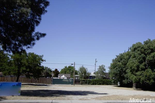 605-611 E Yosemite Avenue, Manteca, CA 95336 (MLS #18079014) :: The MacDonald Group at PMZ Real Estate