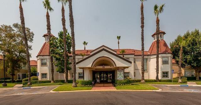 8153 N Cedar Avenue #209, Fresno, CA 93720 (MLS #18083117) :: Keller Williams Realty - Joanie Cowan