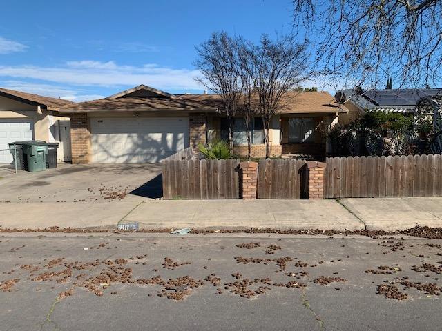816 Pine Tree Lane, Modesto, CA 95351 (MLS #19011058) :: The MacDonald Group at PMZ Real Estate